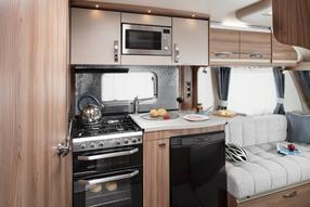 met trots kunnen we stellen de sprite cruzer sr is een van de meest volledig uitgeruste caravans die er te koop zijn